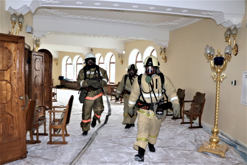 Огнеборцы Улан-Удэ ликвидировали условный пожар в здании театра